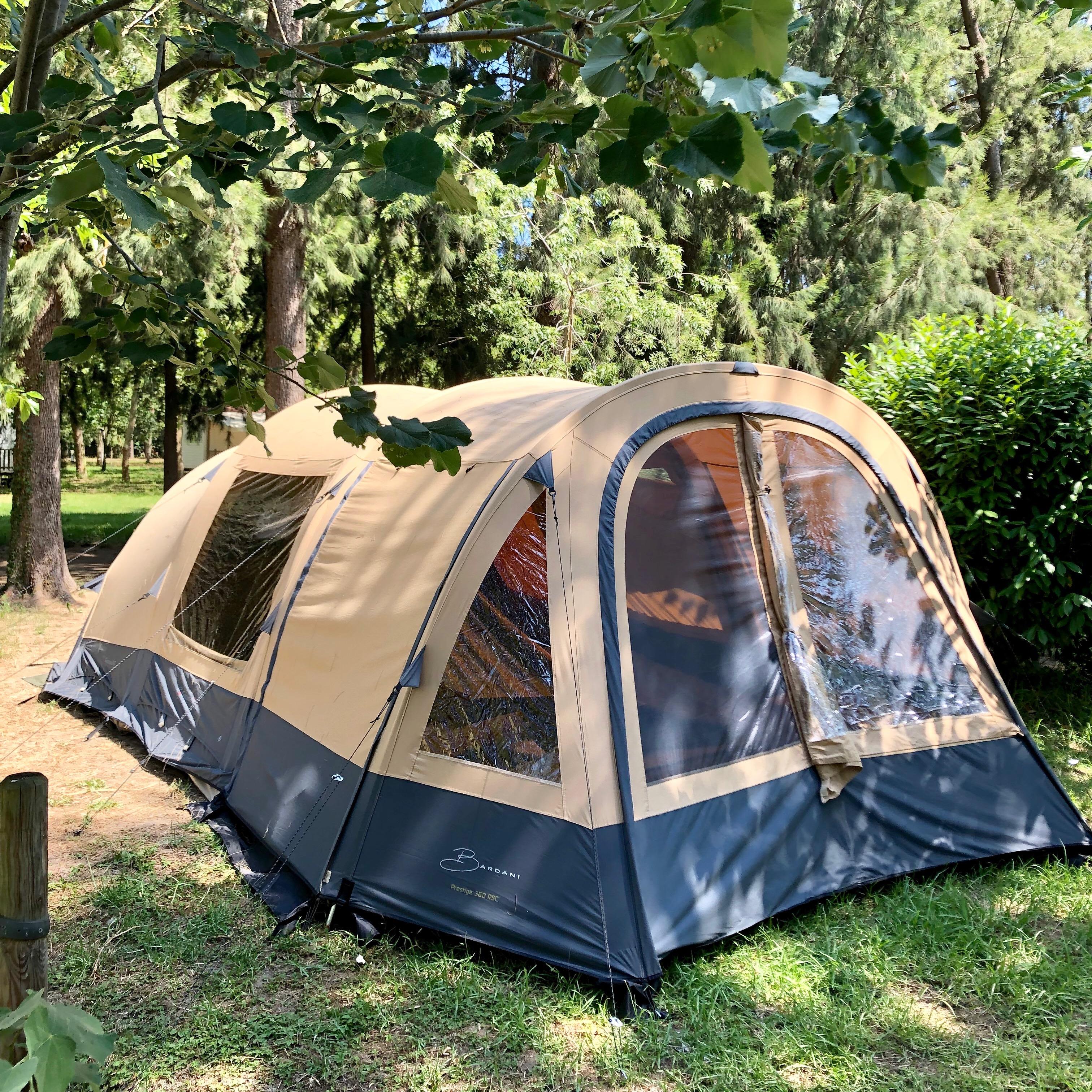 Ausgestattete Zelte